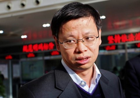 xu-kunlin-director-general-of-the-price-supervision-and-inspection-and-anti-monopoly-bureau-at-the-national-development-and-reform-commission-ndrc-visits-a-bank-in-suzhou-jiangsu-province-in-this-picture-taken-december-7