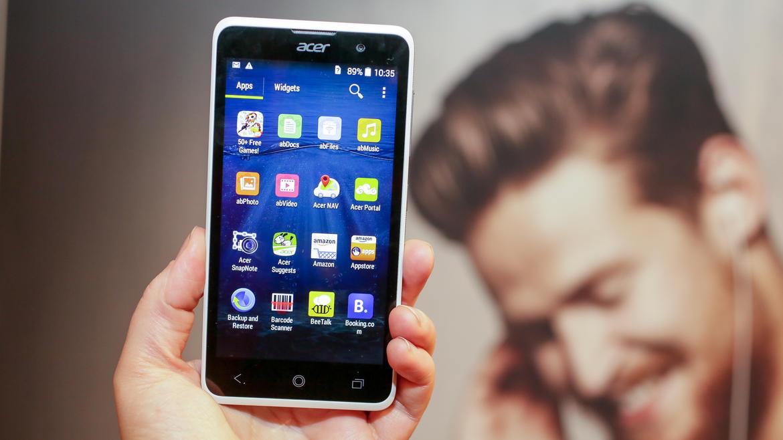 Acer na MWC ukázal nové telefony a chytrý náramek