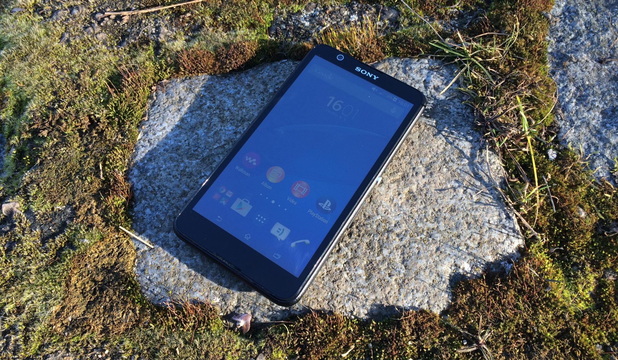 Sony Xperia E4 – rozpačitý low-end [recenze]