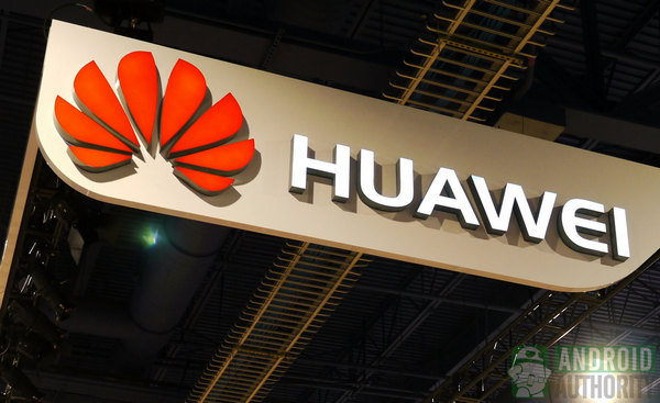 Huawei připravuje smartphone se třemi foťáky na zadní straně?