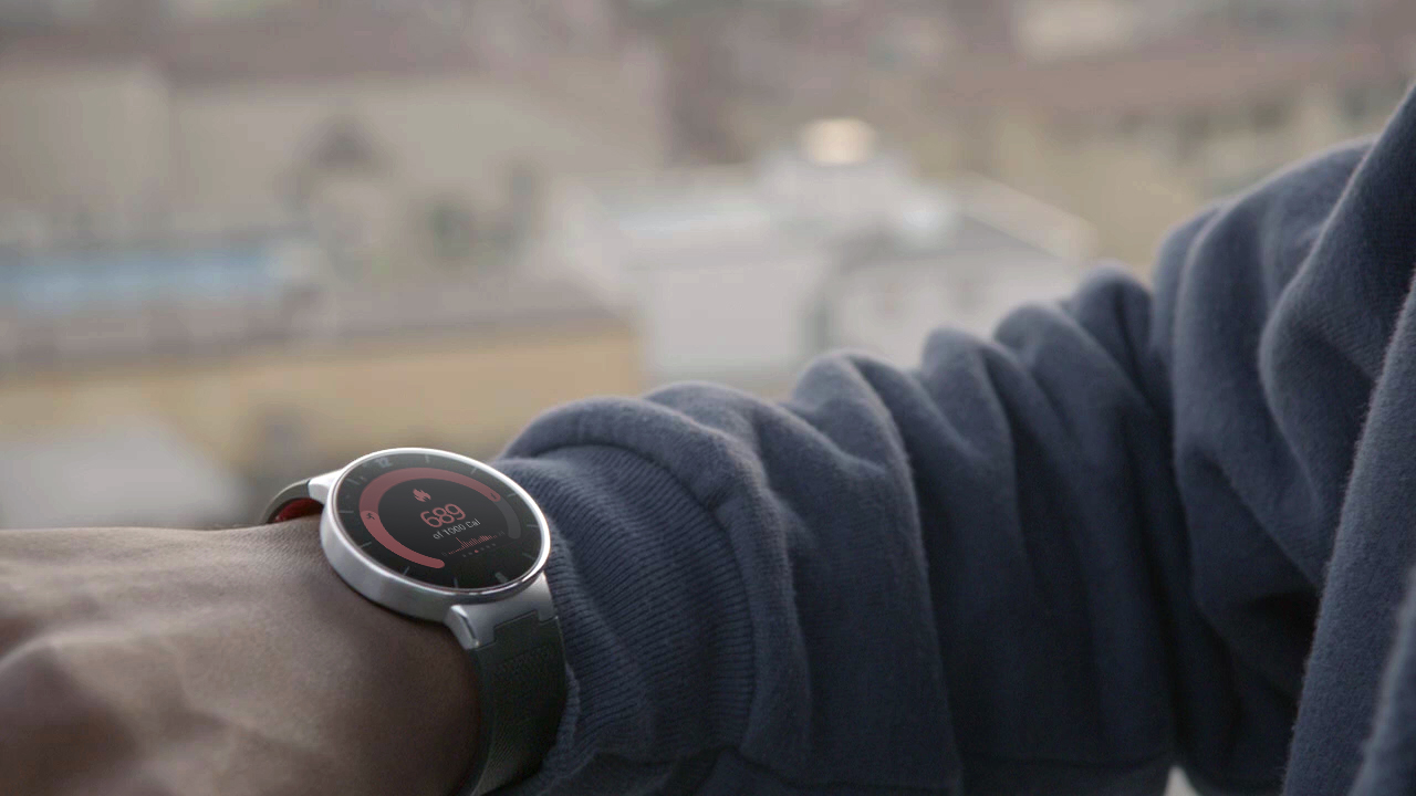 Chytré hodinky Alcatel Onetouch Watch se začínají prodávat v Česku a na Slovensku