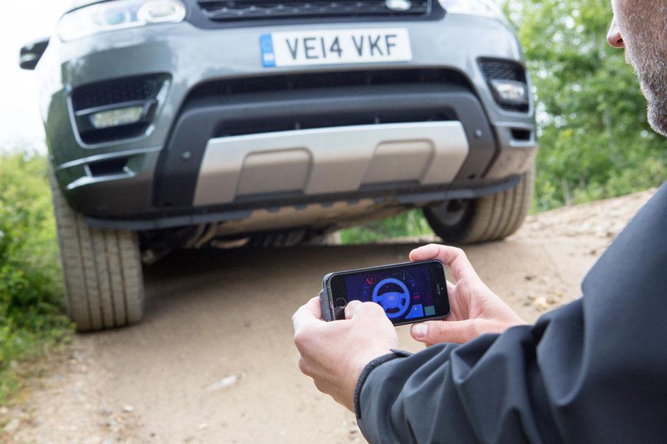 Land Rover pracuje na softwaru, pomocí kterého půjde řídit auto na dálku