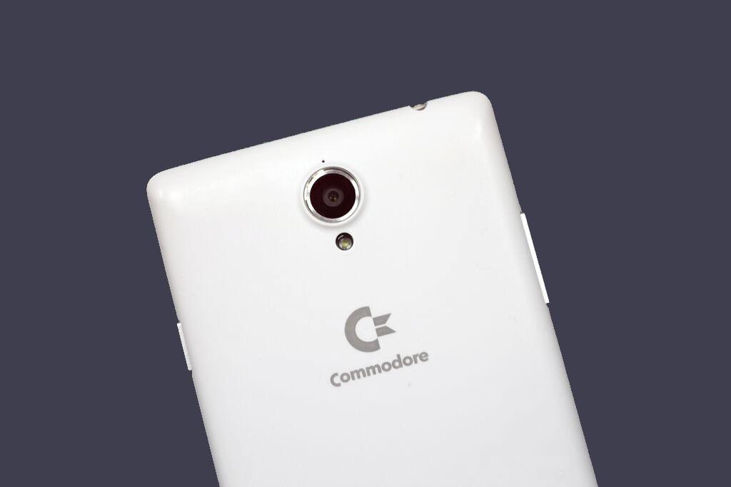 Commodore PET – Android telefon s dvěma emulátory pro retro hry