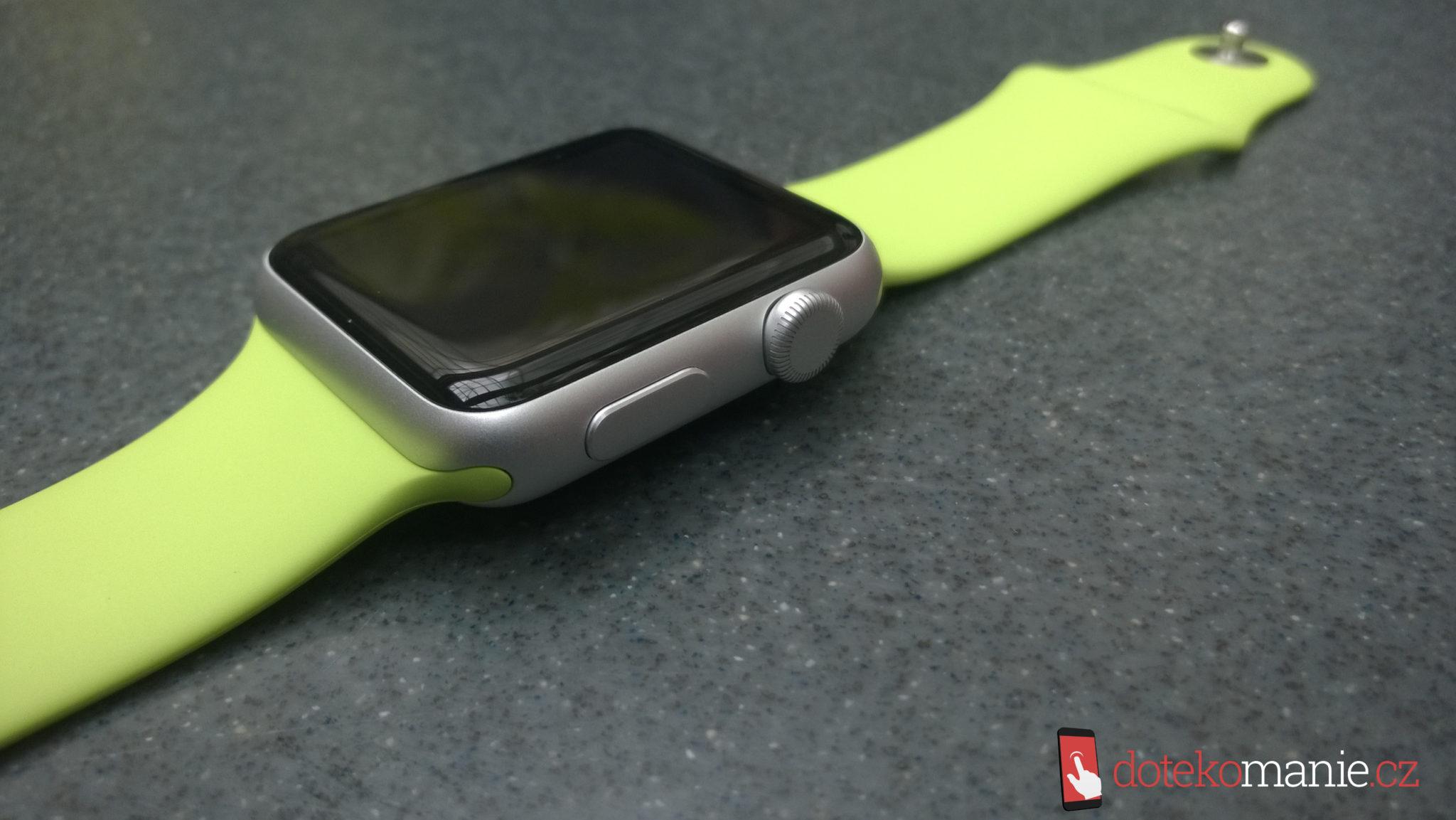 Podíl chytrých náramků a hodinek na trhu – dominuje Fitbit, Apple je druhý