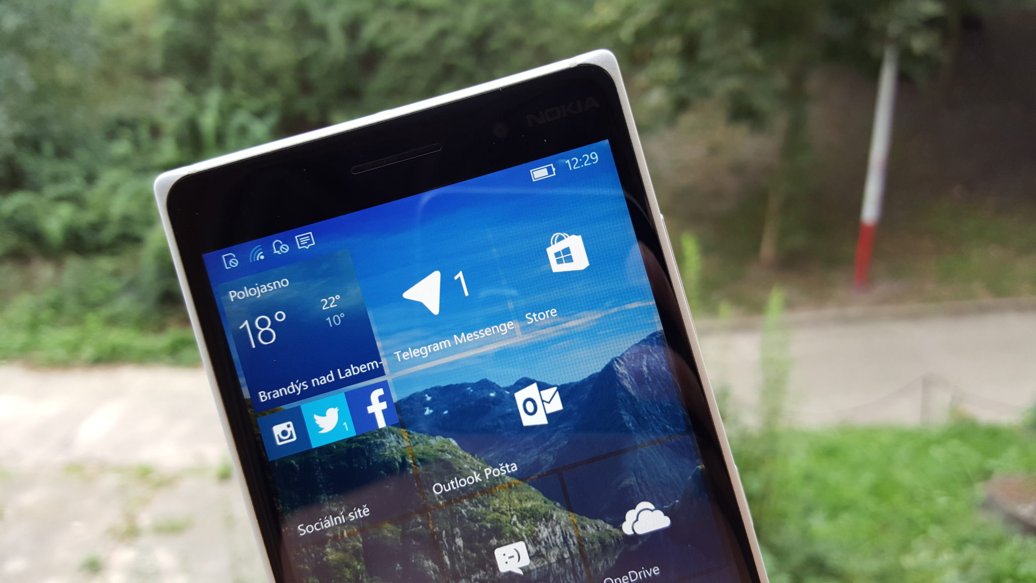 Microsoft Lumia 550 – chystaný low-end s LTE a Windows 10 Mobile