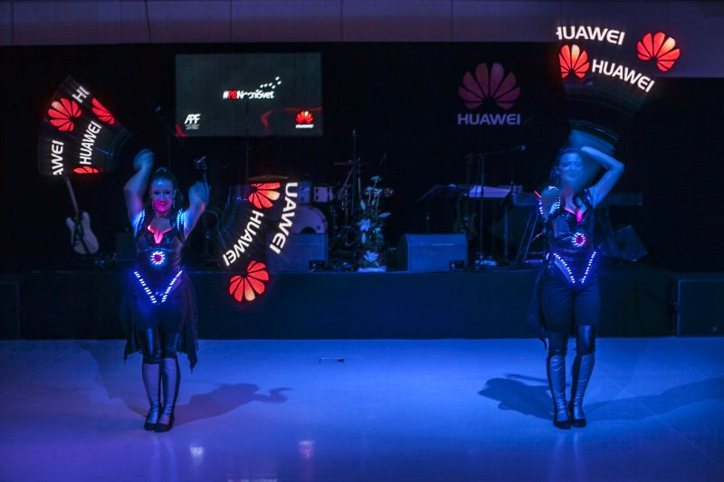 Huawei – vernisáž se soutěží o Huawei P8 [P8 Noční Svět]