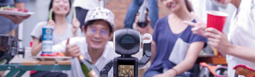 Sharp RoBoHoN – v Japonsku si zavolají z robota
