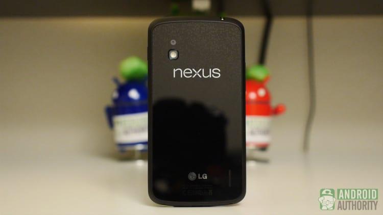 moto-x-vs-nexus-4-aa-nexus-4-standing