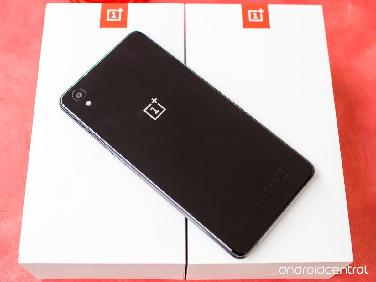 OnePlus představilo model X
