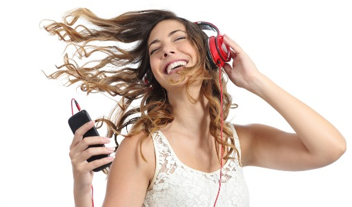 woman-listening-to-music-headphones-smartphone-shutterstock-510px