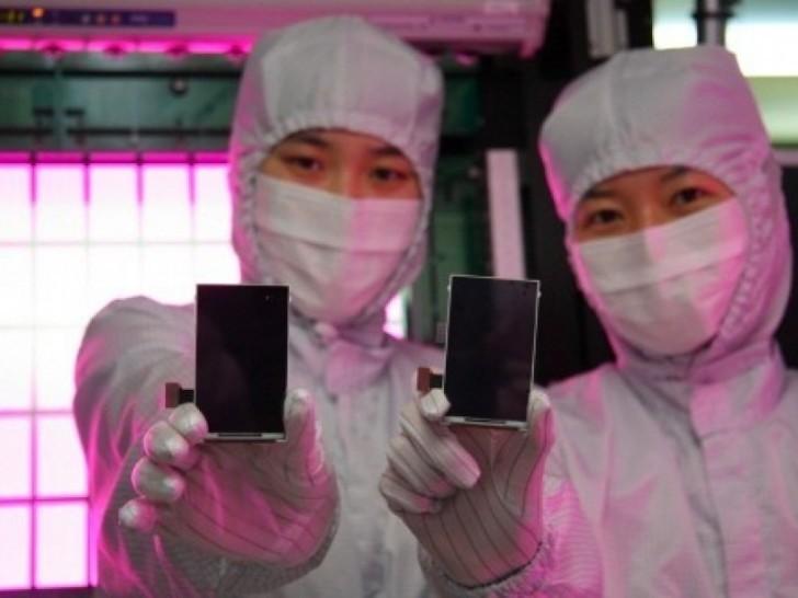 Samsung investuje přes 20 miliard dolarů do OLED displejů a polovodičů
