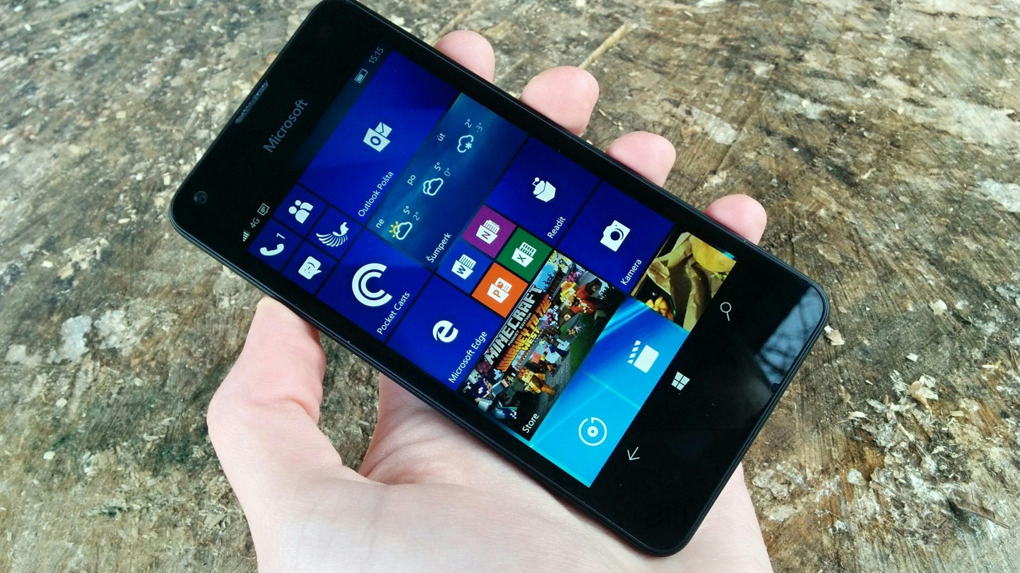Microsoft Lumia 550 – mobilní Windows 10 pro nenáročné [recenze]