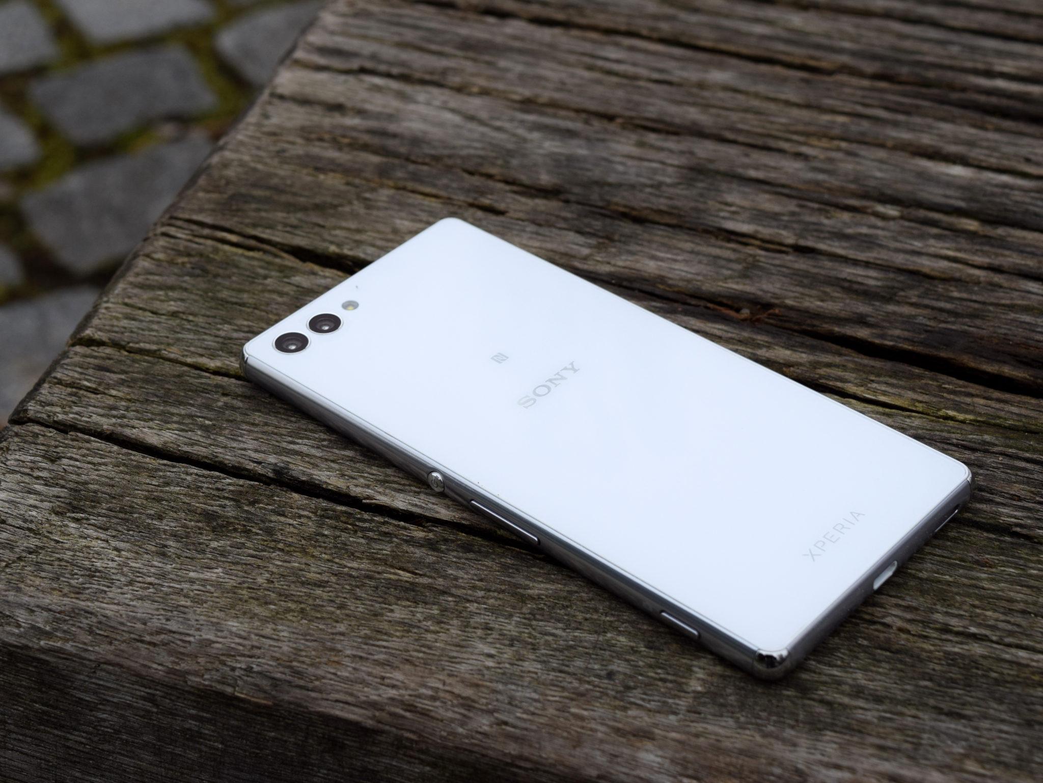 Xperia M5 Ultra – další tříoký smartphone?