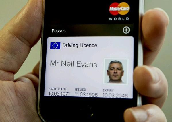 V Británii zkouší integrovat řidičák do Apple Wallet