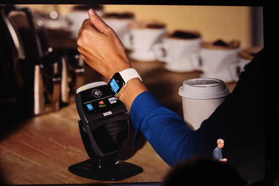 Apple by měl dostávat poplatky z plateb přes Apple Pay