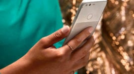 """Fotografie z Google Pixelů trpí na """"halo"""" efekt"""