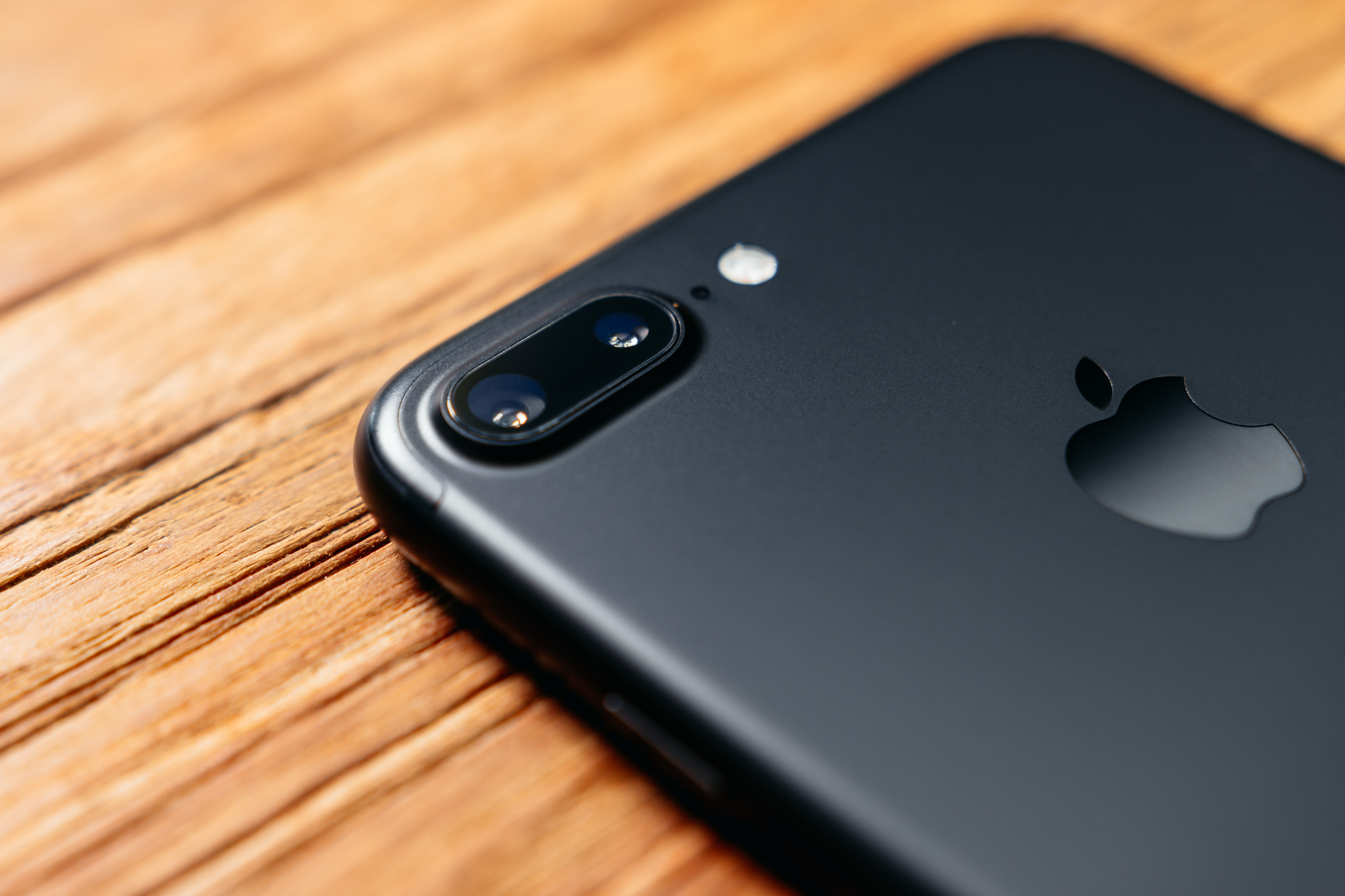 iPhone 8 má nabídnout OIS u obou zadních snímačů