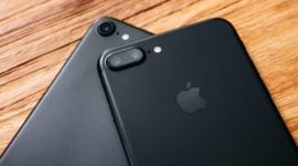 Větší iPhony Plus stále více táhnou