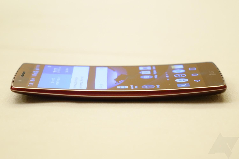 LG G Flex 2 – menší, zakřivený a technologiemi nabitý