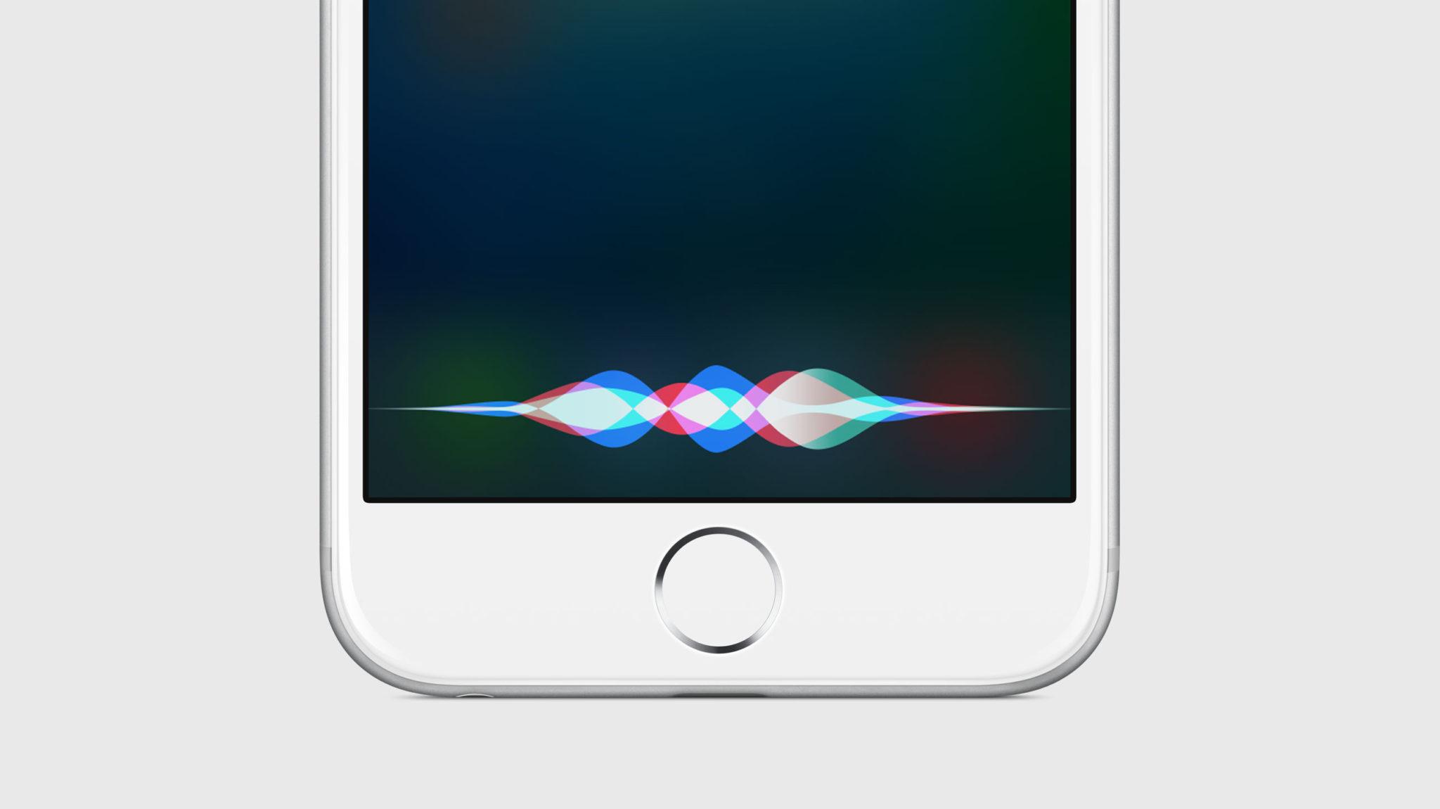 Apple údajně pracuje na vylepšené Siri pro nové iPhony
