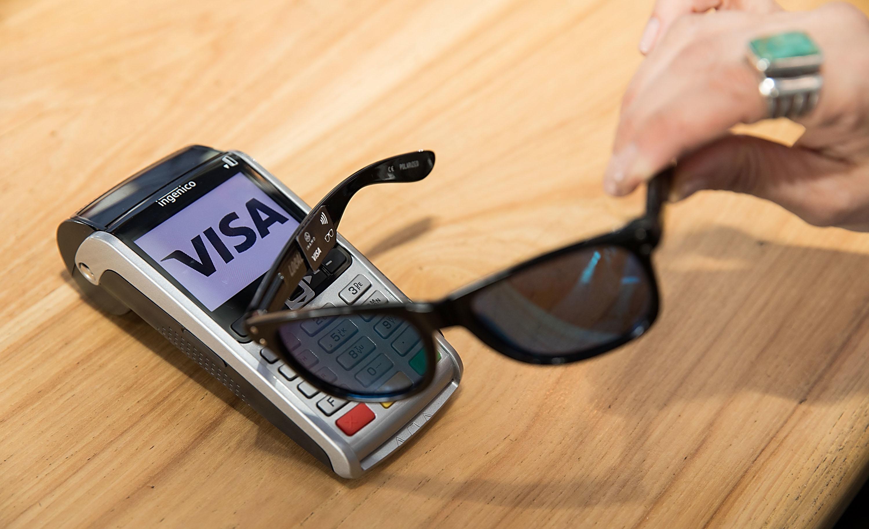 Visa testuje sluneční brýle s technologií NFC