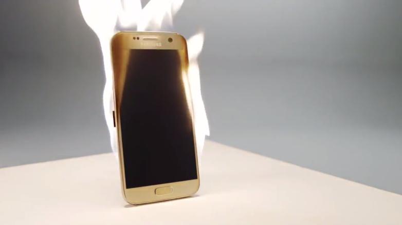 """Samsung prošetřuje """"vznícení"""" Galaxy Note 9"""