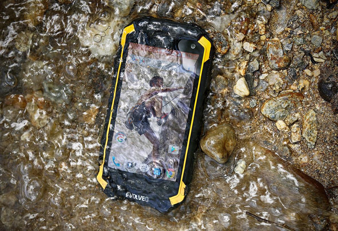 EVOLVEO představilo odolný mobil StrongPhone Q9