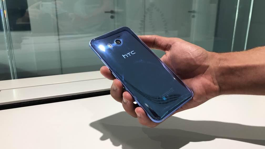 LIVE: Zmáčkli jsme HTC U11 [záznam]