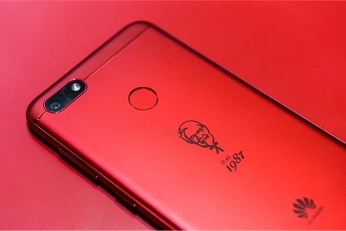 Huawei k 30. výročí KFC připravil nové zařízení