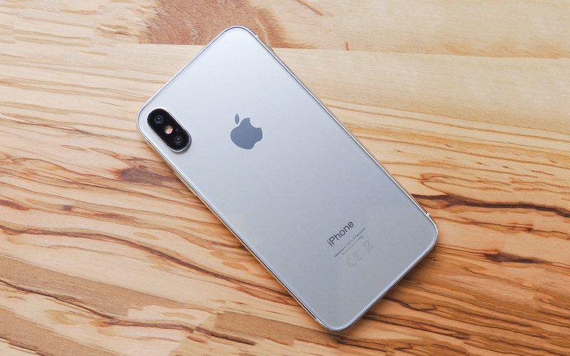 iPhone 8 byl zachycen na dvou videích, která pochází z výrobních linek