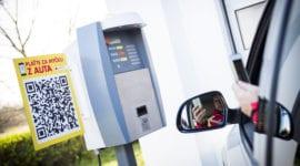 Mycí linku lze zaplatit mobilem a přitom nevystoupíte z auta