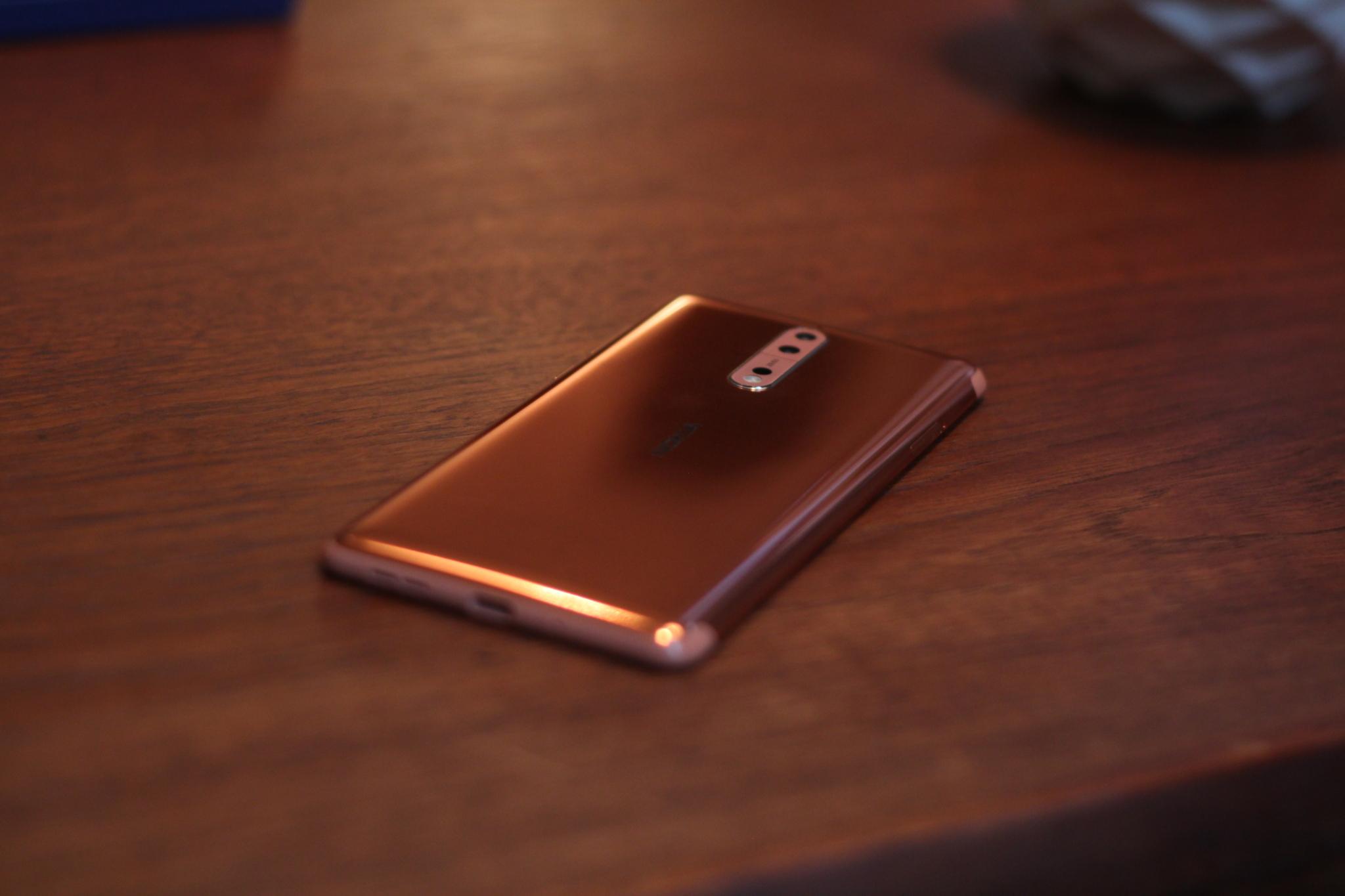 Nokia 8 – první pohled [video]