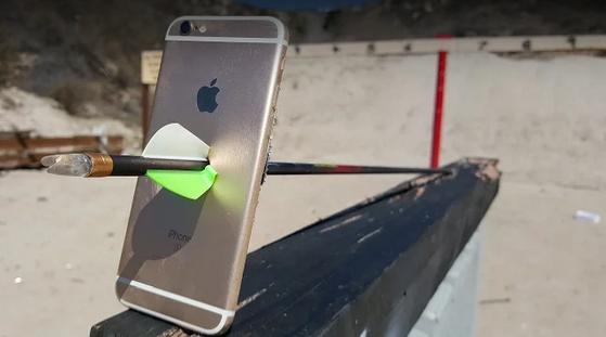iPhone neprošel dalším brutálním testem