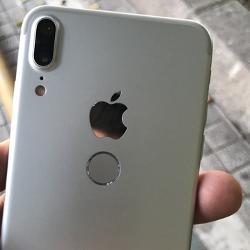 Apple nikdy neplánoval nasadit u iPhonu X Touch ID