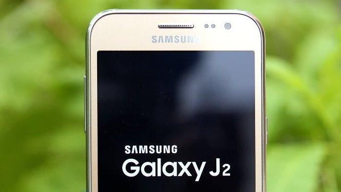 Samsung neuhlídal Galaxy J2 (2018)