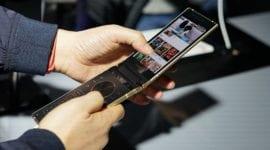 Samsung W2018 – první s foťákem se světelnosti f/1.5