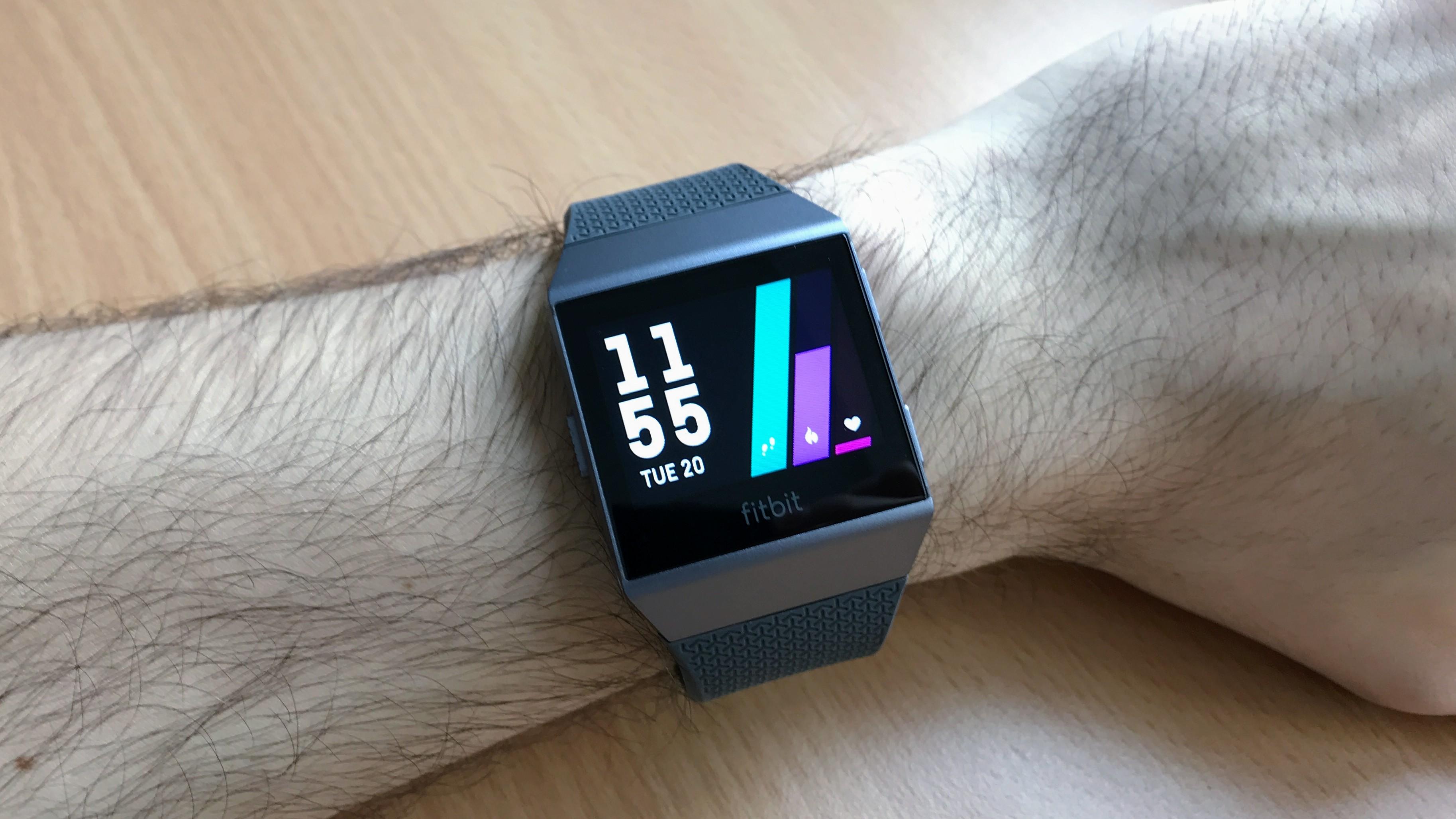 Fitbit Ionic – chytré hodinky, co nejsou chytré?  [recenze]