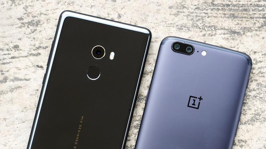 Společnosti OnePlus a Xiaomi se ptaly fanoušků, jestli chtějí čistý Android