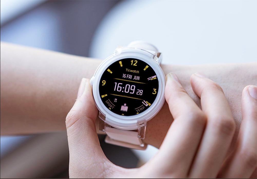Ticwatch E – nyní ještě levnější vstupenka do vyšší ligy Wear OS [sponzorovaný článek]