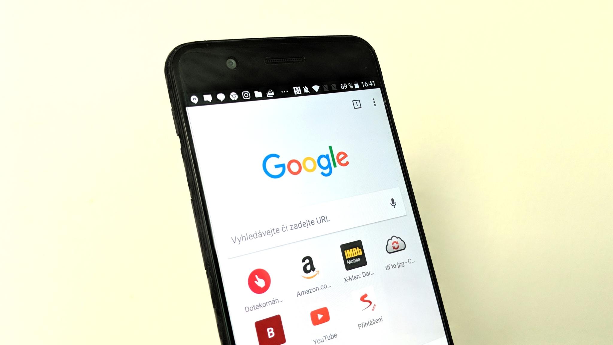 Testuje se Google vyhledávání pro mobily bez stránkování