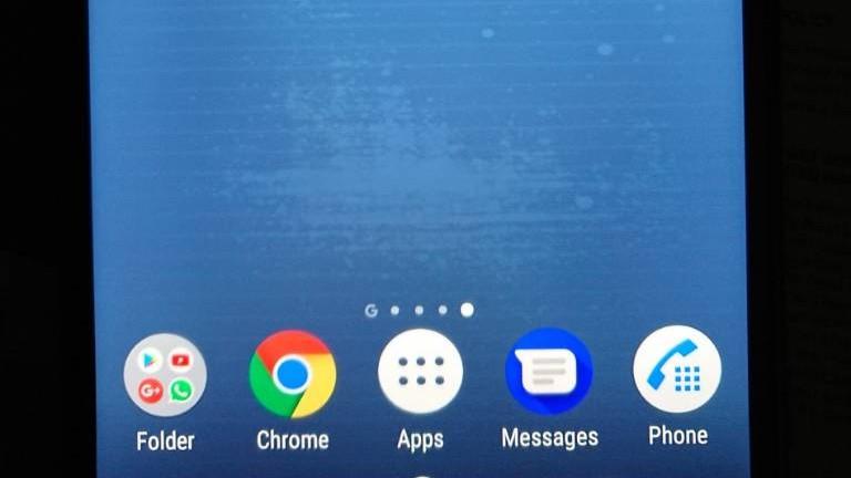 Uživatelé Xperia XZ1 a XZ2 hlásí vadný displej, dle Sony nejde o vadu