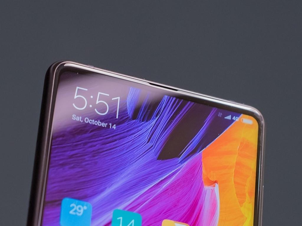 Xiaomi Mi Mix 3 se ukazuje na fotografiích