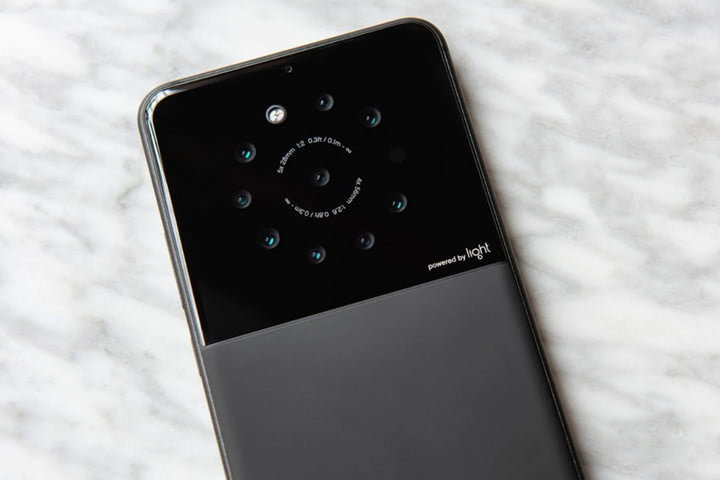 Light připravuje první smartphone s devíti fotoaparáty