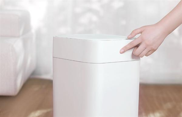 Xiaomi chystá chytrý odpadkový koš, který sám zabalí odpadky a vloží si nový sáček