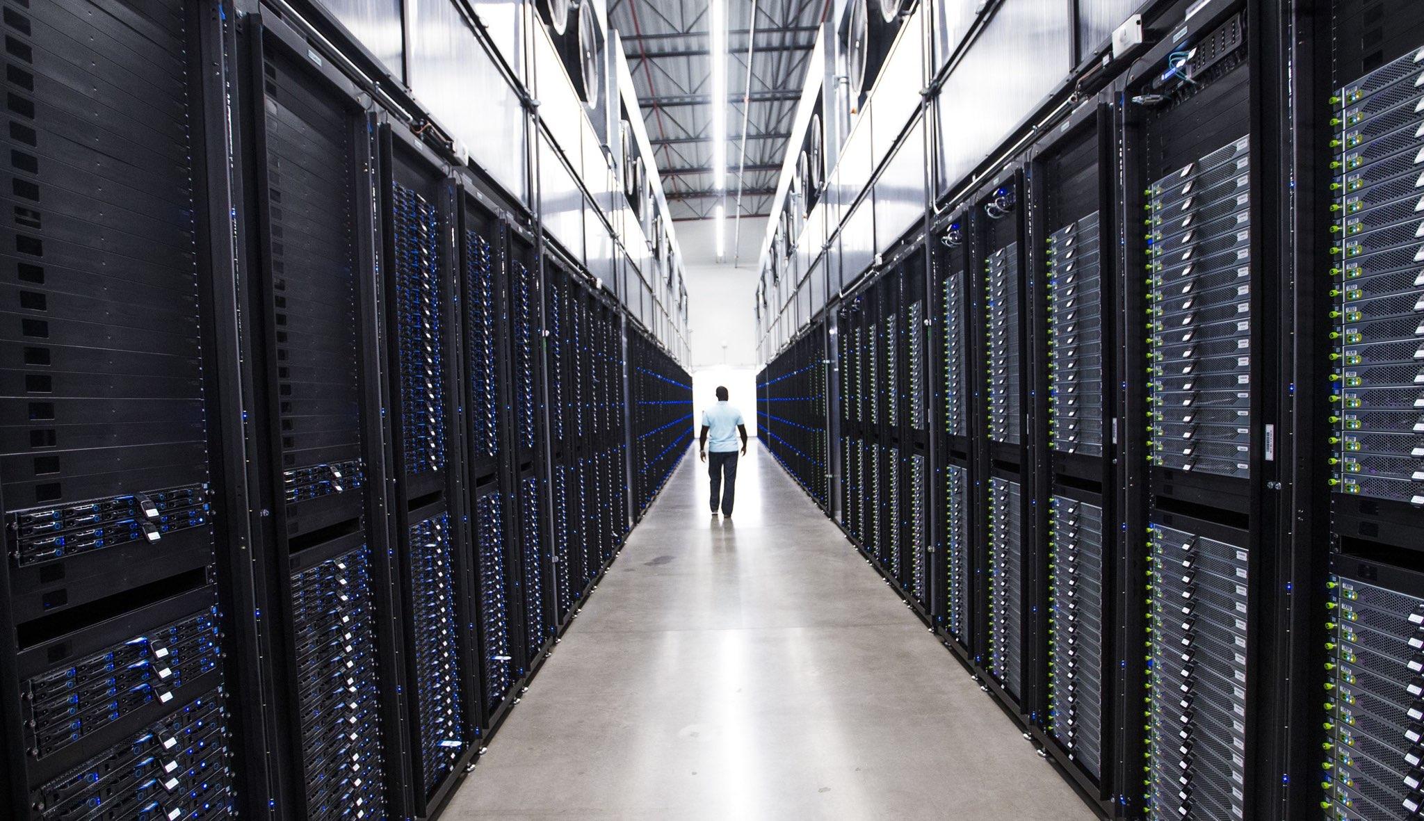 """Teprve 16letý mladík """"hacknul"""" servery společnosti Apple"""