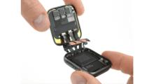 Apple Watch Series 4 pod drobnohledem: větší baterie, méně lepidla a více šroubků