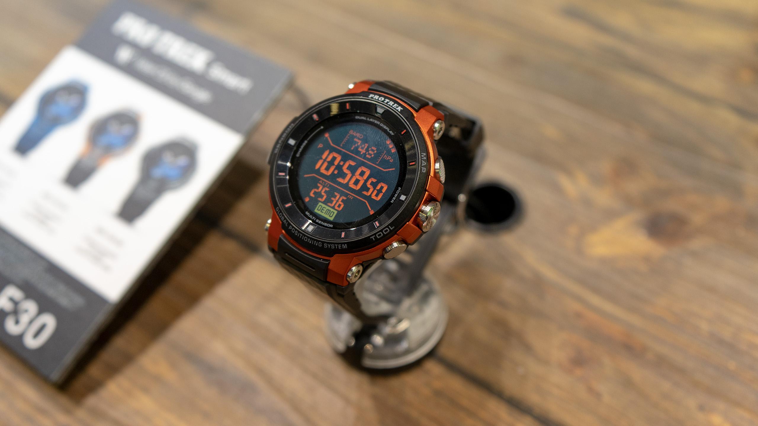 Casio Pro Trek WSD-F30 – obrněné hodinky s Wear OS