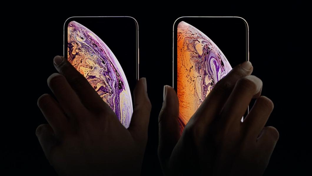 Apple prohlásil, že iPhone Xs podporuje rychlejší bezdrátové nabíjení