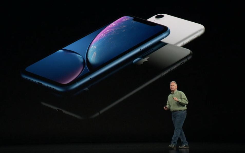 "Apple uvedl také ""levný"" iPhone Xr"