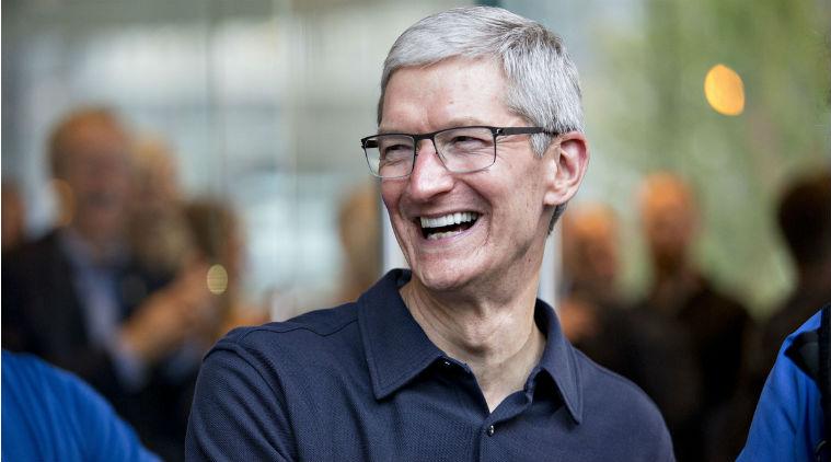"""Tim Cook se vyjádřil k cenám iPhone Xs: """"chceme sloužit všem"""""""